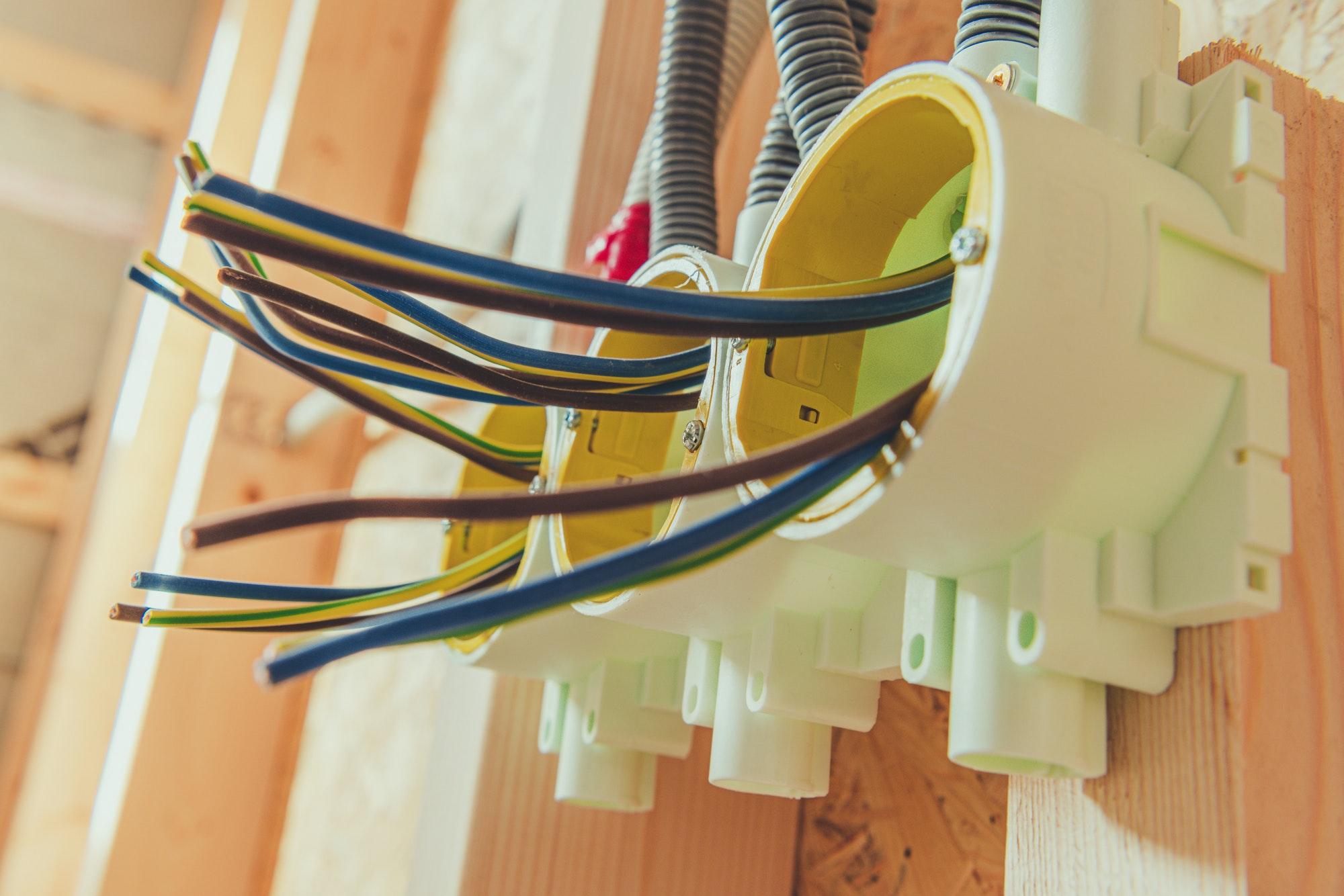Ring til Norh elektriker Tollarp om du behöver hjälp akut med el, vi hjälper dig i Tollarp innanför en timma, el jour elektriker Tollarp + låssmed